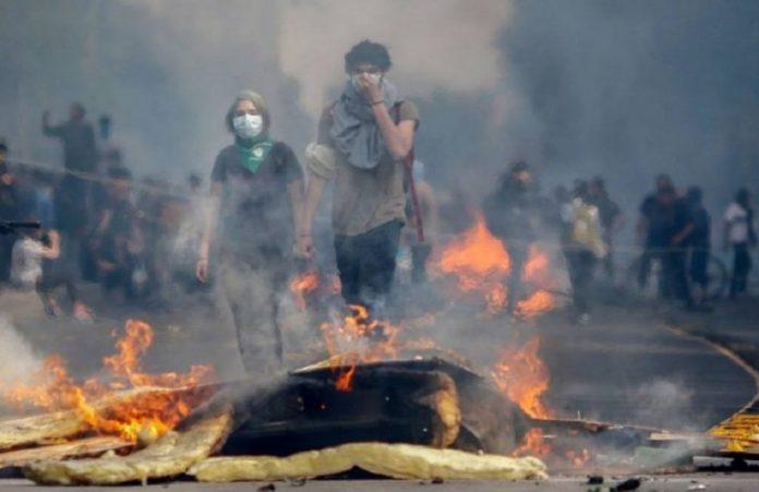 Manifestanti a Santiago