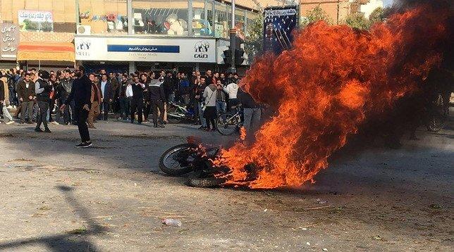 Uno scatto delle proteste a Teheran