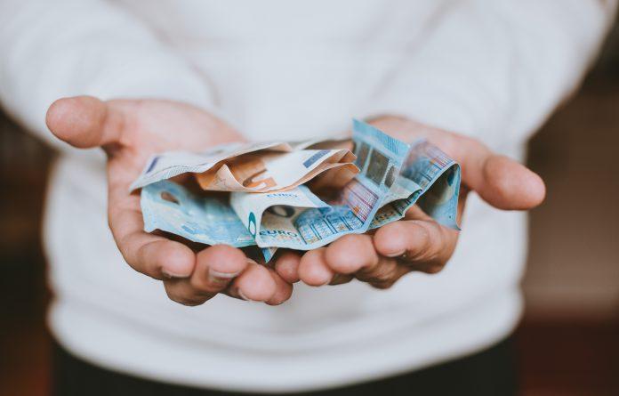 immagine di copertina, fotografia di monete e banconote