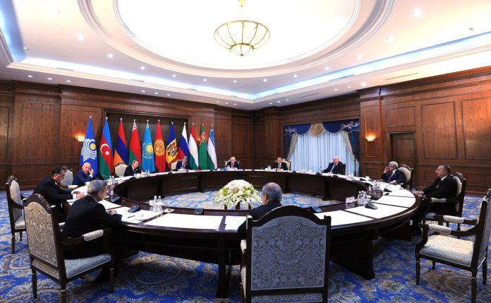 Una seduta del Consiglio della Comunità degli Stati Indipendenti, nata dalle cenere dell'URSS
