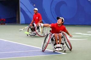 Torneo paralimpico di tennis in carrozzina di Pechino 2008 -Concorso per il terzo posto di doppio maschile [crediti foto: Pechino Lao Tong CC BY 2.5 CN]