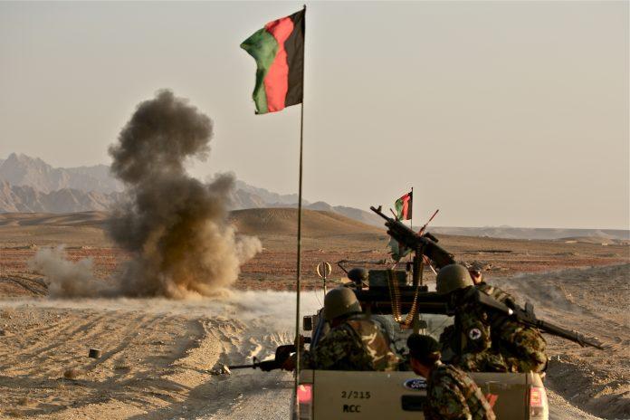 Esercito regolare confronta la crisi afgana